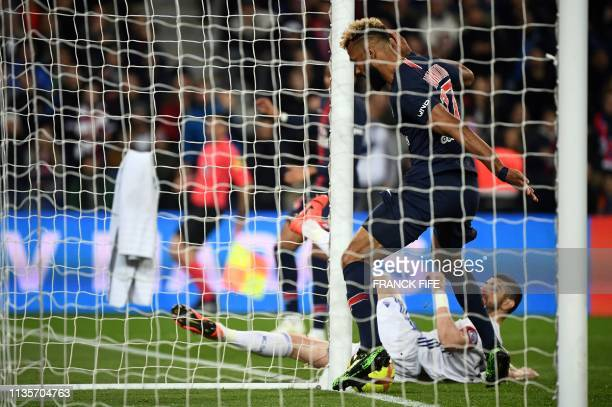 TOPSHOT Paris SaintGermain's Cameroonian forward Eric ChoupoMoting fails to score a goal during the French L1 football match Paris SaintGermain vs...