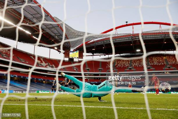 Paris Saint-Germain's Costa Rican Keylor Navas stops the ball shot by Bayern Munich's Polish forward Robert Lewandowski during the UEFA Champions...