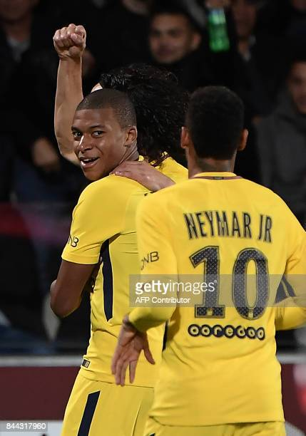 Paris SaintGermain's French forward Kylian Mbappe and Paris SaintGermain's Brazilian forward Neymar celebrate after a goal during the French L1...
