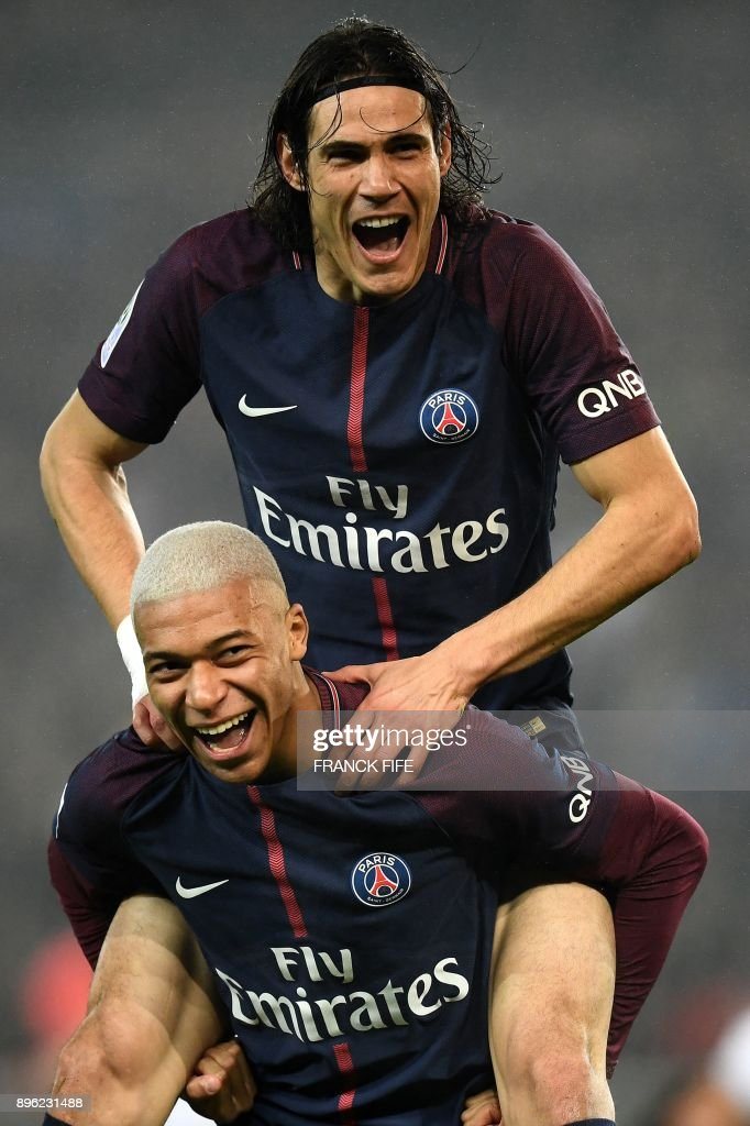 Paris Saint-Germain's French forward Kylian MBappe (C) celebrates with Paris Saint-Germain's Uruguayan forward Edinson Cavani after scoring during the French L1 football match between Paris Saint-Germain and Caen at the Parc des Princes stadium in Paris on December 20, 2017. /