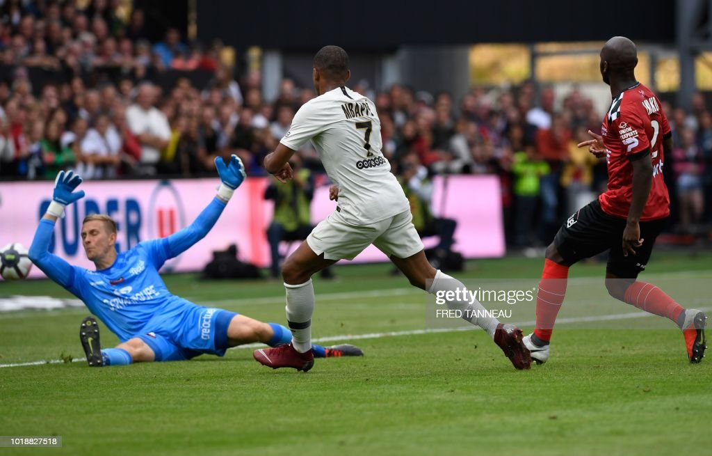 EA Guingamp v Paris Saint-Germain - Ligue 1