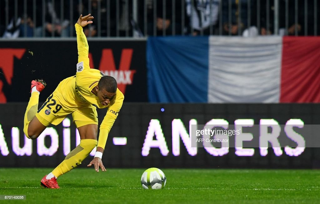 TOPSHOT - Paris Saint-Germain's French forward Kylian MBappe stumbles during the French L1 Football match between Angers (SCO) and Paris Saint-Germain (PSG), on November 4, 2017, in Raymond Kopa Stadium, in Angers, northwestern France. /
