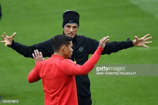 Paris SaintGermain's German coach Thomas Tuchel speaks with Paris SaintGermain's Brazilian defender Thiago Silva during a training session on the eve...
