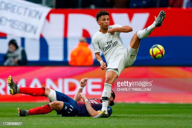 Paris SaintGermain's German defender Thilo Kehrer vies for the ball with Caen's French forward Enzo Crivelli during the French L1 football match...