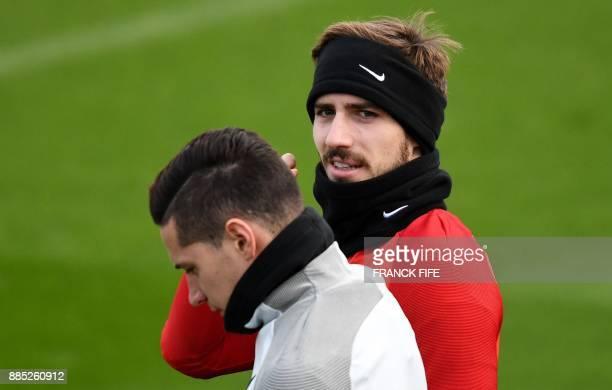 Paris SaintGermain's German goalkeeper Kevin Trapp and German midfielder Julian Draxler arrive for a training session in SaintGermainenLaye western...