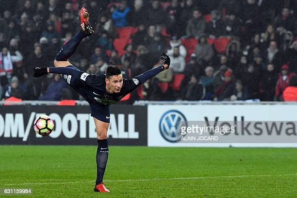 Paris SaintGermain's German midfielder Julian Draxler shoots the ball during the French Cup football match between Paris SaintGermain and Bastia at...