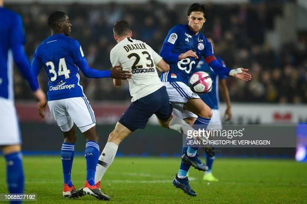 Paris SaintGermain's German midfielder Julian Draxler vies for the ball with Strasbourg's French midfielder Jonas Martin during the French L1...