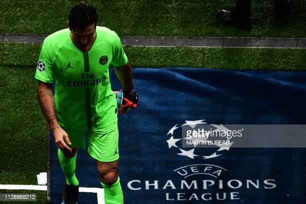 TOPSHOT Paris SaintGermain's Italian goalkeeper Gianluigi Buffon leaves the pitch at the end of the UEFA Champions League round of 16 secondleg...