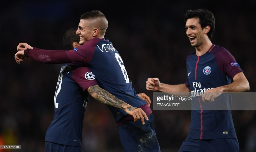Paris Saint-Germain's Italian midfielder Marco Verratti (C) celebrates with teammates after scoring during the UEFA Champions League Group B football match between Paris Saint-Germain (PSG) and Glasgow Celtic at Parc des Princes Stadium in Paris on November 22, 2017. /
