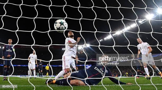 Paris SaintGermain's Italian midfielder Marco Verratti defends in front of Bayern Munich's Chilean midfielder Arturo Vidal during the UEFA Champions...