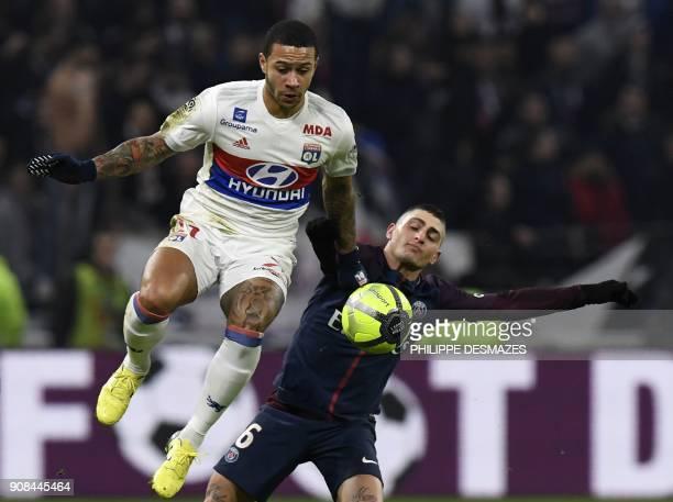 TOPSHOT Paris SaintGermain's Italian midfielder Marco Verratti vies with Lyon's Dutch forward Memphis Depay during the French L1 football match...