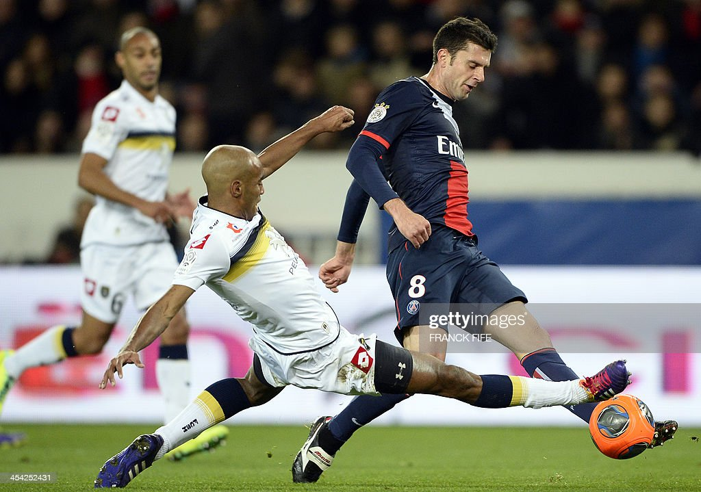 Paris Saint-Germain's Italian midfielder Thiago Motta (R) vies with Sochaux's defender Carlao during the French L1 football match Paris Saint-Germain (PSG) vs Sochaux on December 7, 2013 at the Parc des Princes stadium in Paris. Paris won 5-0.