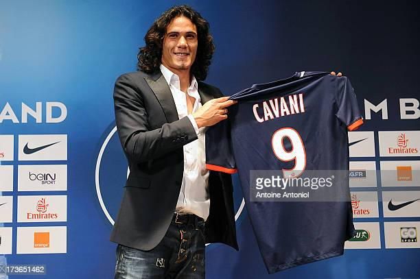 Paris SaintGermain's new forward Edinson Cavani poses with his jersey during a press conference on July 16 2013 in Paris France Cavani's transfer to...