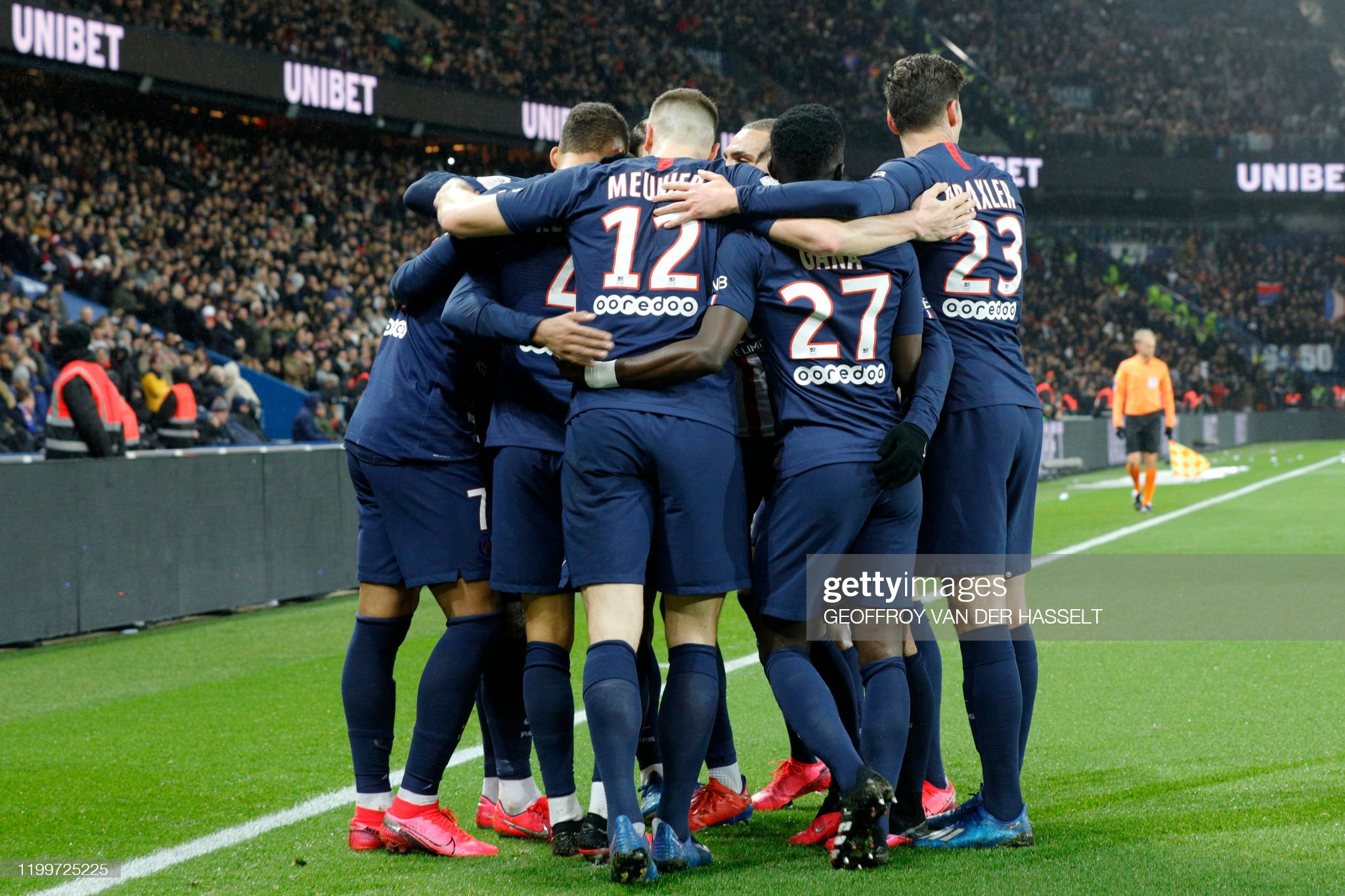 paris-saintgermains-players-celebrate-after-french-forward-kylian-a-picture-id1199725225?s=2048x2048