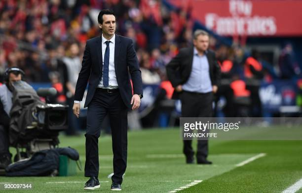 Paris SaintGermain's Spanish head coach Unai Emery gestures during the French L1 football match between Paris SaintGermain and Metz at the Parc des...