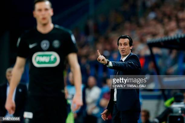 Paris SaintGermain's Spanish headcoach Unai Emery and Paris SaintGermain's German midfielder Julian Draxler are pictured during the French cup...