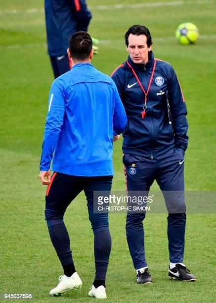 Paris SaintGermain's Spanish headcoach Unai Emery speaks with French midfielder Hatem Ben Arfa during a training session in SaintGermainenLaye...