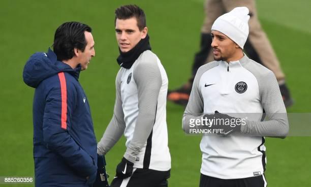Paris SaintGermain's Spanish headcoach Unai Emery speaks with Paris SaintGermain's Brazilian defender Marquinhos and Argentinian midfielder Giovani...