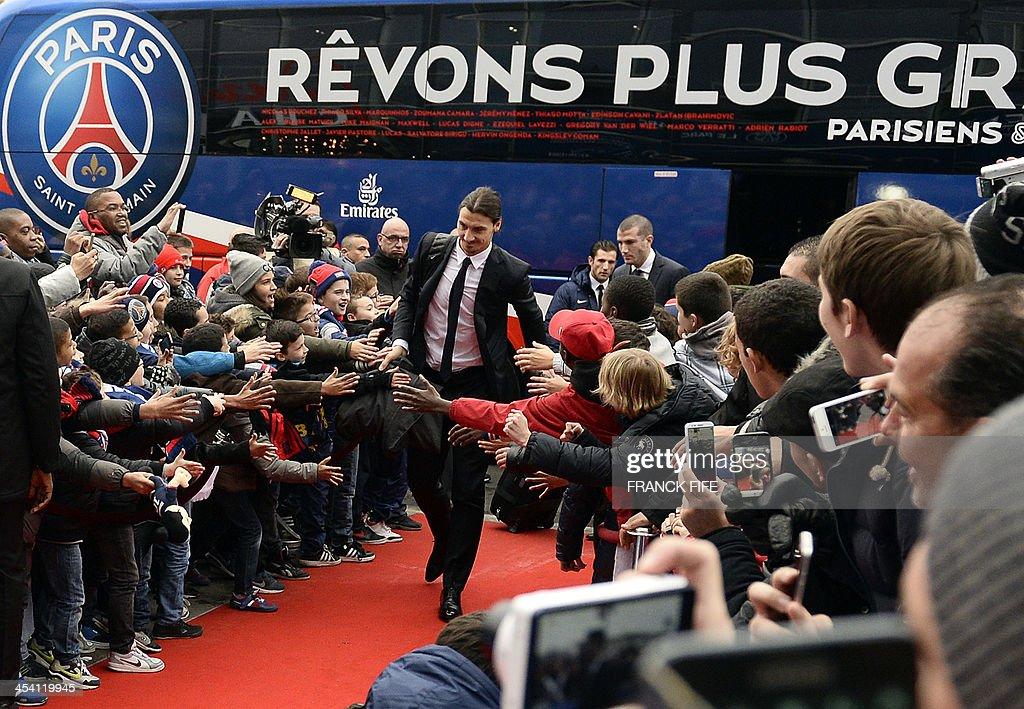 Paris Saint-Germain's Swedish forward Zlatan Ibrahimovic (C) arrives prior to the French L1 football match Paris Saint-Germain (PSG) vs Sochaux on December 7, 2013 at the Parc des Princes stadium in Paris.