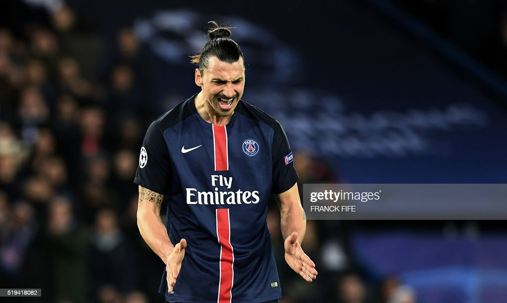 TOPSHOT - Paris Saint-Germain's Swedish forward Zlatan Ibrahimovic reacts after missing a penalty during the UEFA Champions League quarter final football match between Paris Saint Germain (PSG) and Manchester City on April 6, 2016 at the Parc des Princes stadium in Paris.