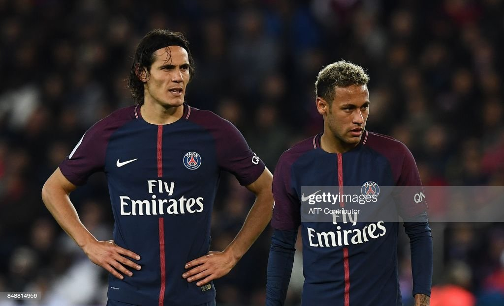 TOPSHOT - Paris Saint-Germain's Uruguayan forward Edinson Cavani (L) and Paris Saint-Germain's Brazilian forward Neymar react during the French Ligue 1 football match between Paris Saint-Germain (PSG) and Lyon (OL) on September 17, 2017 at the Parc des Princes stadium in Paris. /