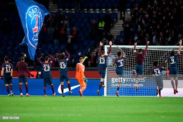 Paris SaintGermain's Uruguayan forward Edinson Cavani and teammates acknowledge the public after the French L1 football match between Paris...