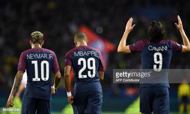 Paris SaintGermain's Uruguayan forward Edinson Cavani celebrates after scoring a goal next to team mates Paris SaintGermain's Brazilian forward...