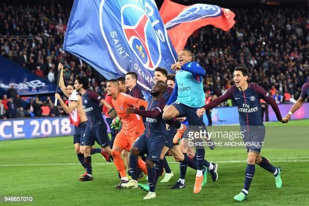 TOPSHOT Paris SaintGermain's Uruguayan forward Edinson Cavani celebrates after scoring a goal during the French L1 football match between Paris...