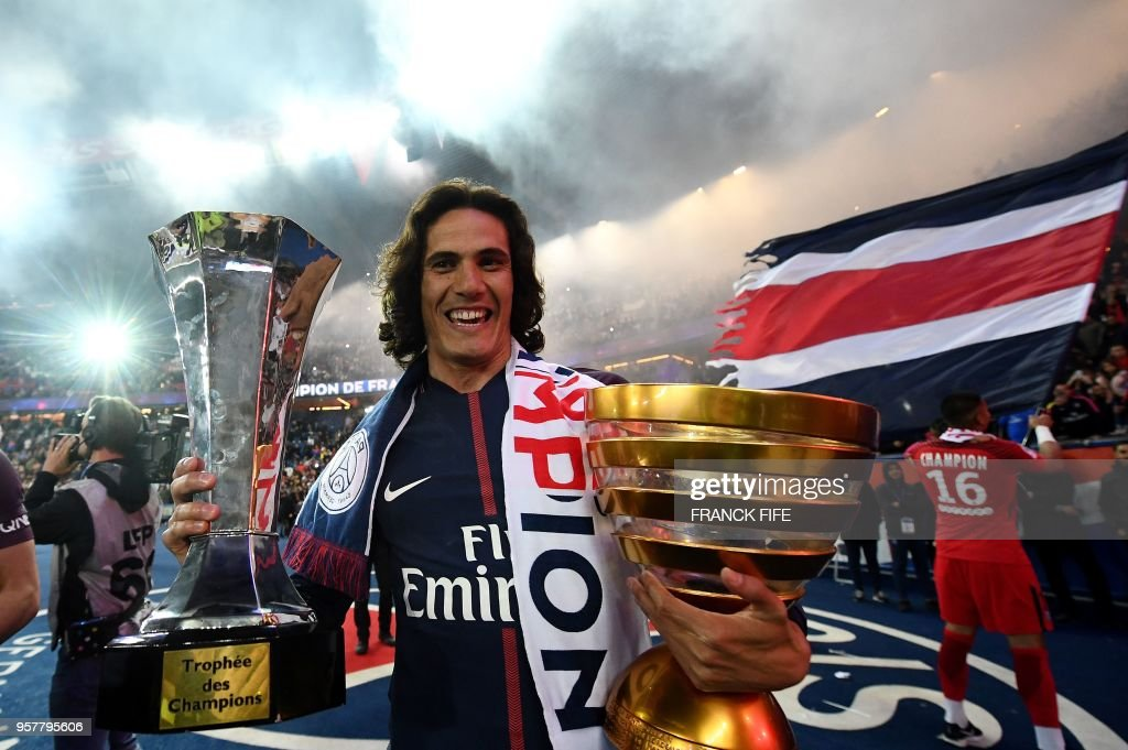 TOPSHOT - Paris Saint-Germain's Uruguayan forward Edinson Cavani celebrates after winning the French L1 title at the end of the French L1 football match Paris Saint-Germain (PSG) vs Rennes on May 12, 2018 at the Parc des Princes stadium in Paris.
