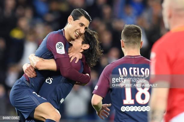 Paris SaintGermain's Uruguayan forward Edinson Cavani celebrates with Paris SaintGermain's Argentinian forward Angel Di Maria after scoring a goal...