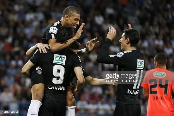 TOPSHOT Paris SaintGermain's Uruguayan forward Edinson Cavani celebrates with teammate French forward Kylian Mbappé and Paris SaintGermain's...