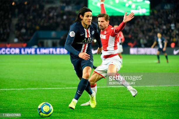 Paris Saint-Germain's Uruguayan forward Edinson Cavani fights for the ball against Monaco's Portuguese midfielder Adrien Silva during the French L1...