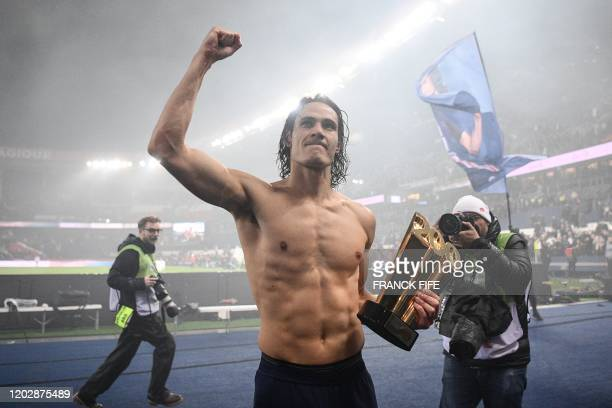 TOPSHOT Paris SaintGermain's Uruguayan forward Edinson Cavani gestures after receiving a trophy marking his 200th goal for his team after the French...