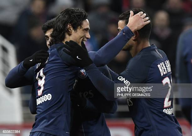 TOPSHOT Paris SaintGermain's Uruguayan forward Edinson Cavani is congratulated by teammates Paris SaintGermain's Portuguese forward Goncalo Guedes...