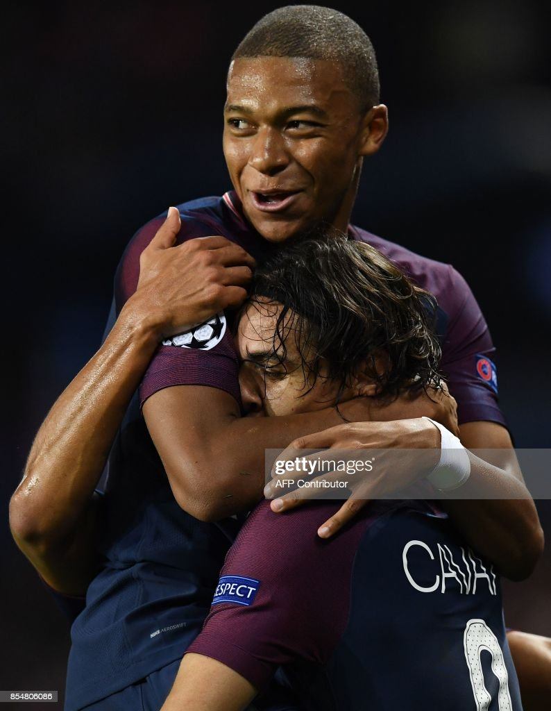 Paris Saint-Germain's Uruguayan forward Edinson Cavani (R) is congratulated by Paris Saint-Germain's French forward Kylian Mbappe after scored a goal during the UEFA Champions League football match between Paris Saint-Germain and Bayern Munich on September 27, 2017 at the Parc des Princes stadium in Paris. /