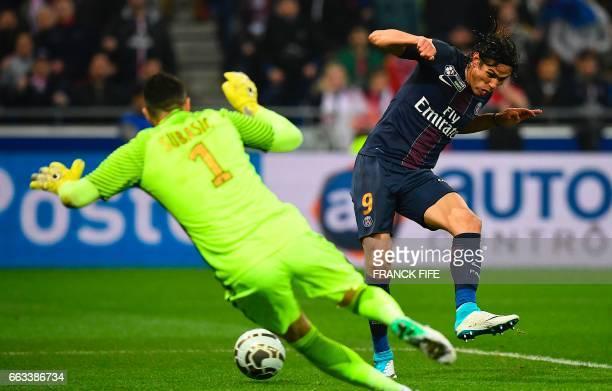TOPSHOT Paris SaintGermain's Uruguayan forward Edinson Cavani kicks the ball as Monaco's Croatian goalkeeper Danijel Subasic dives during the French...