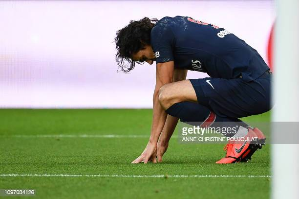 TOPSHOT Paris SaintGermain's Uruguayan forward Edinson Cavani reacts as he suffers an injury after scoring a goal during the French L1 football match...