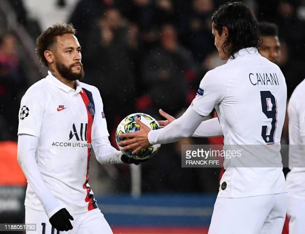 Paris Saint-Germain's Uruguayan forward Edinson Cavani receives the football from Paris Saint-Germain's Brazilian forward Neymar before shoot the...