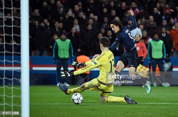 Paris SaintGermain's Uruguayan forward Edinson Cavani scores a goal past Chelsea's Belgian goalkeeper Thibaut Courtois during the Champions League...