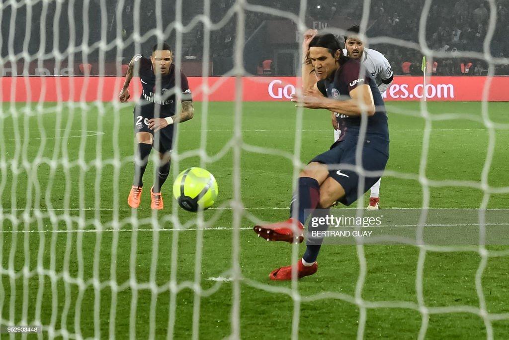 Paris Saint-Germain's Uruguayan forward Edinson Cavani (R) scores a goal during the French L1 football match Paris Saint-Germain (PSG) versus Guingamp on April 29, 2018 at the Parc des Princes Stadium in Paris.