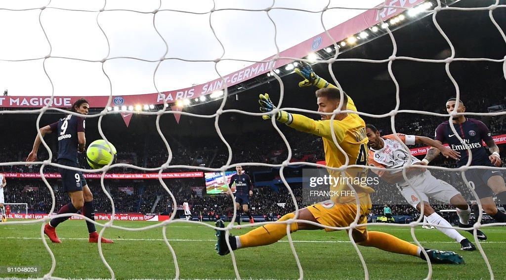 Paris Saint-Germain's Uruguayan forward Edinson Cavani (L) scores his 157th goal with Paris Saint-Germain to become top scorer in the club's history during the French L1 football match between Paris Saint-Germain (PSG) and Montpellier (MHSC) at the Parc des Princes stadium in Paris on January 27, 2018. /
