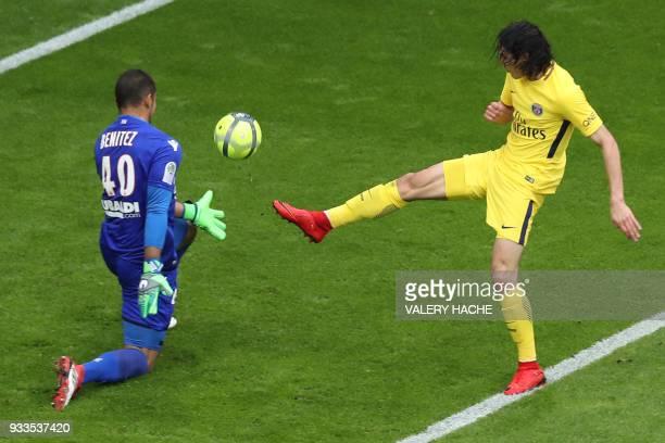 Paris SaintGermain's Uruguayan forward Edinson Cavani shoots on goal past Nice's Argentinian goalkeeper Walter Benitez to hit the post during the...