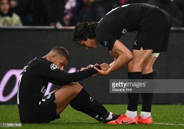 TOPSHOT Paris SaintGermain's Uruguayan forward Edinson Cavani tries to cheer up Paris SaintGermain's French forward Kylian Mbappe at the end of the...
