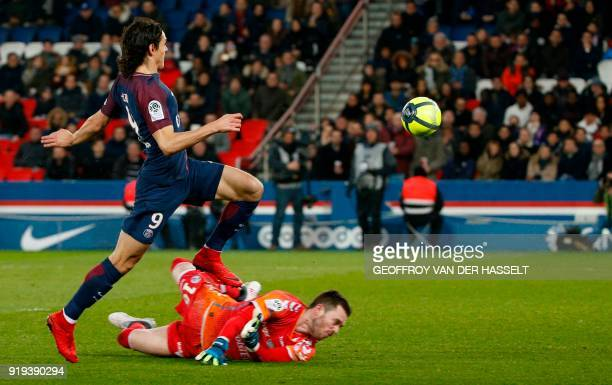 Paris SaintGermain's Uruguayan forward Edinson Cavani vies with Strasbourg's French goalkeeper Alexandre Oukidja during the French Ligue 1 football...