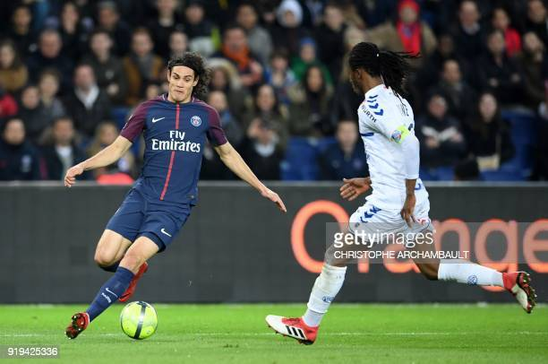 TOPSHOT Paris SaintGermain's Uruguayan forward Edinson Cavani vies with Strasbourg's Burkinabe defender Bakary Kone during the French Ligue 1...