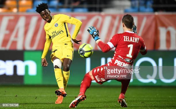 Paris SaintGermain's US forward Timothy Weah vies with Troyes' French goalkeeper Erwin Zelazny during the French L1 football match between Troyes and...