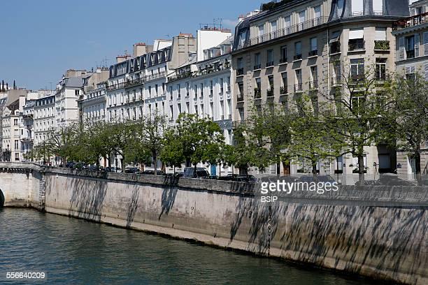 Paris SaintLouis Island Bithunes Wharf