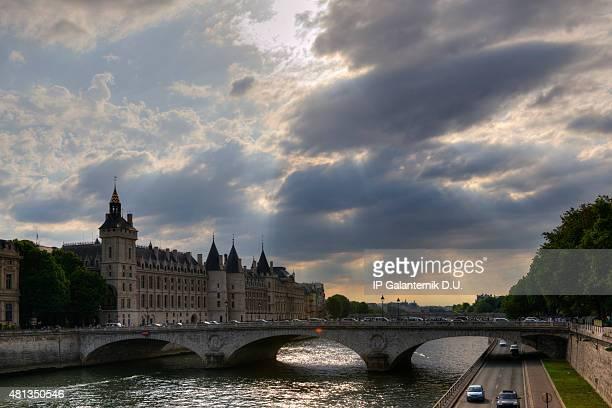 Paris Seine la Conciergerie