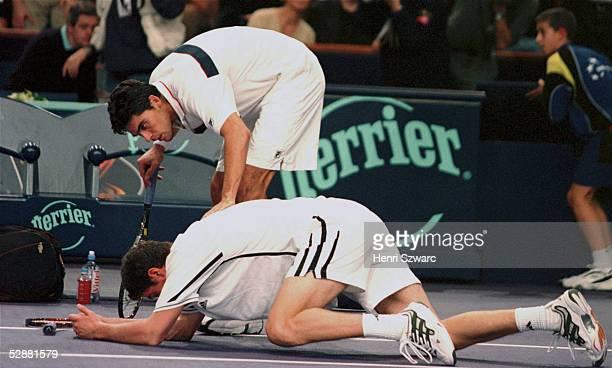Paris; SIEGER Marat SAFIN/RUS verletzte sich bei einer Aktion mit seinem Schlaeger am Auge; Finalist Mark PHILIPPOUSSIS/AUT