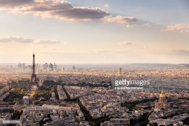 paris skyline - paris stockfoto's en -beelden